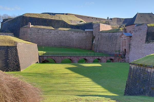 Fortifications à proximité de la Porte de Brisach, à Belfort. Photo : Bresson Thomas