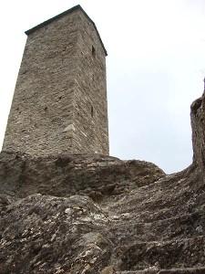 tour du canourgue, accès au donjon