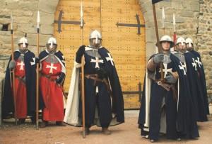 Chevaliers Hospitaliers et leurs deux tenues