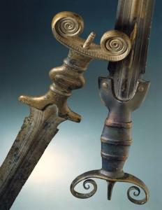Latenium, épées à antennes celtes